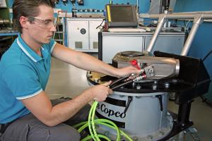 Kalibrierung eines Hydraulikschraubers vor Ort bei einem Kunden